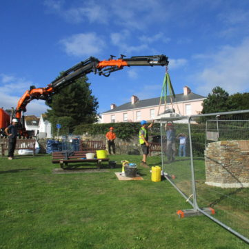 3 Lifting sculpture on to Salcombe plinth